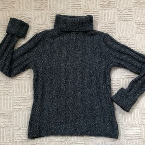 Chunky cozy turtleneck knit sweater Size Medium